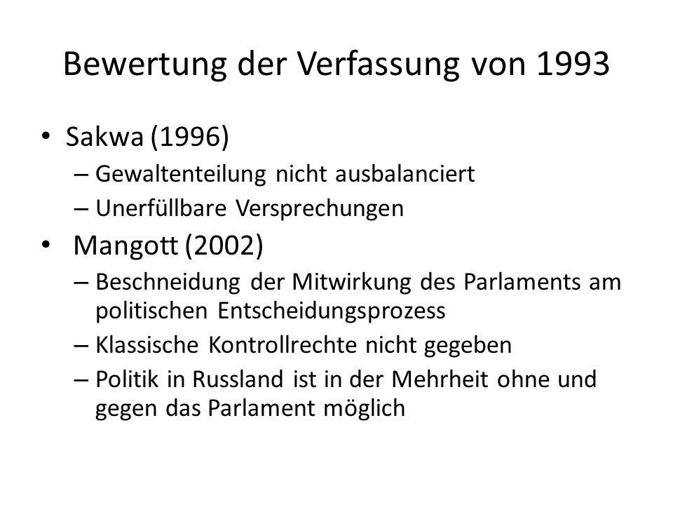 Bewertung der Verfassung von 1993 Sakwa (1996) – Gewaltenteilung nicht ausbalanciert – Unerfüllbare Versprechungen Mangott (2002) – Beschneidung der M