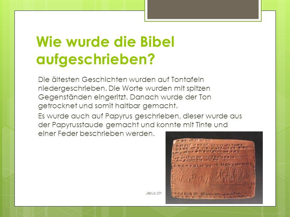 Wie wurde die Bibel aufgeschrieben? Die ältesten Geschichten wurden auf Tontafeln niedergeschrieben. Die Worte wurden mit spitzen Gegenständen eingeri