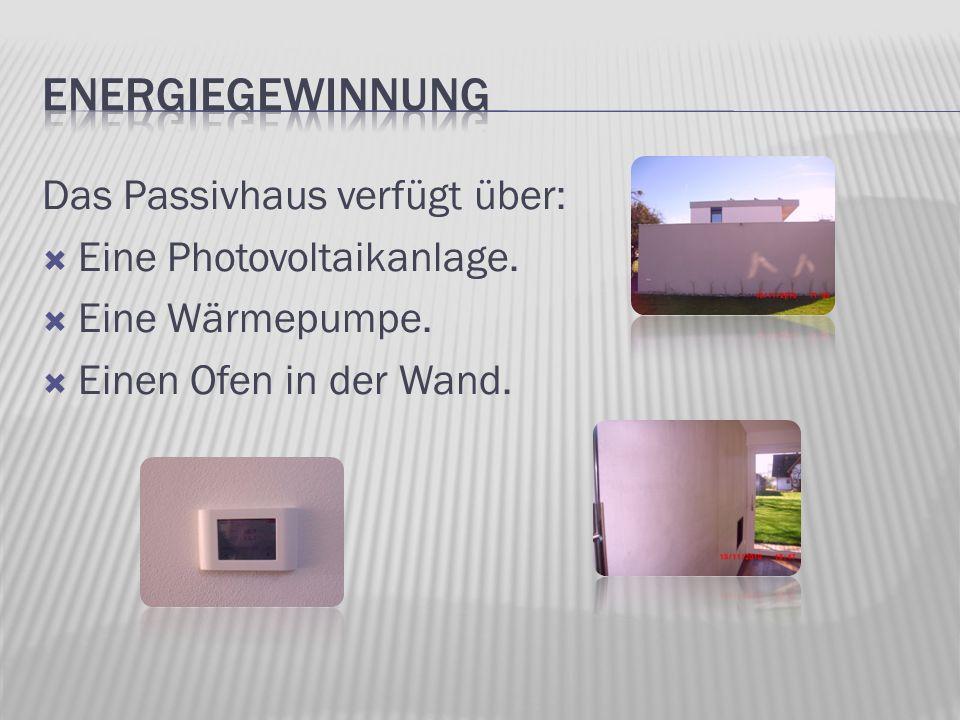 Das Passivhaus verfügt über: Eine Photovoltaikanlage. Eine Wärmepumpe. Einen Ofen in der Wand.