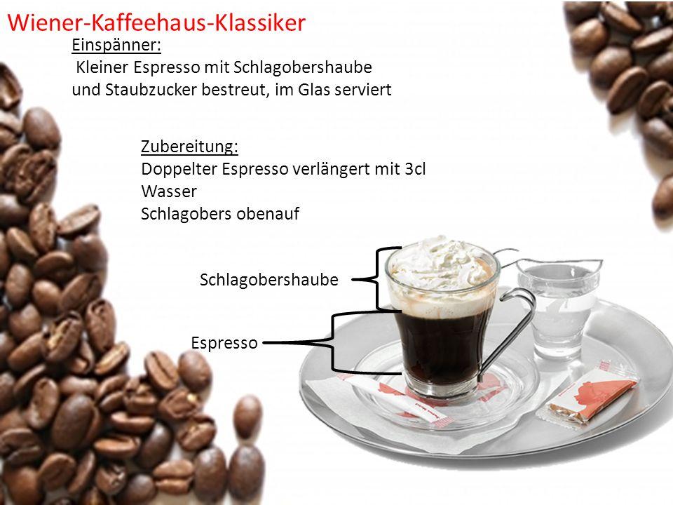 Einspänner: Kleiner Espresso mit Schlagobershaube und Staubzucker bestreut, im Glas serviert Zubereitung: Doppelter Espresso verlängert mit 3cl Wasser