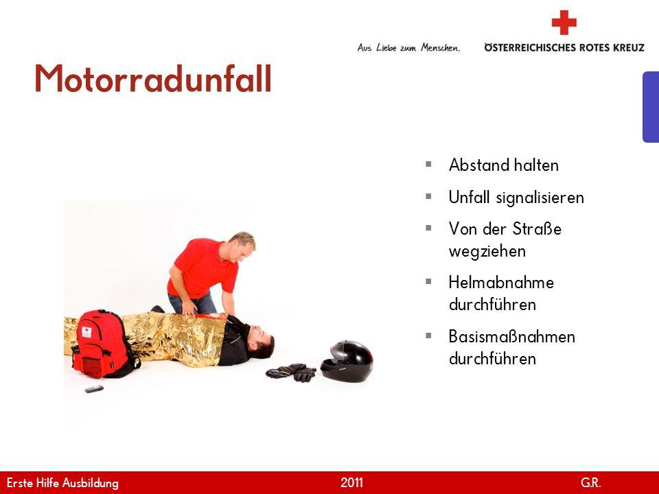 www.roteskreuz.at Version April | 2011 Motorradunfall 23 Abstand halten Unfall signalisieren Von der Straße wegziehen Helmabnahme durchführen Basismaß