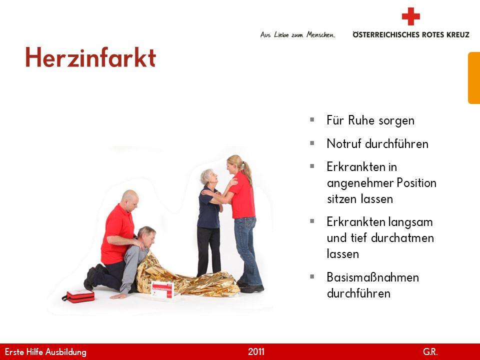 www.roteskreuz.at Version April | 2011 Herzinfarkt 44 Für Ruhe sorgen Notruf durchführen Erkrankten in angenehmer Position sitzen lassen Erkrankten la