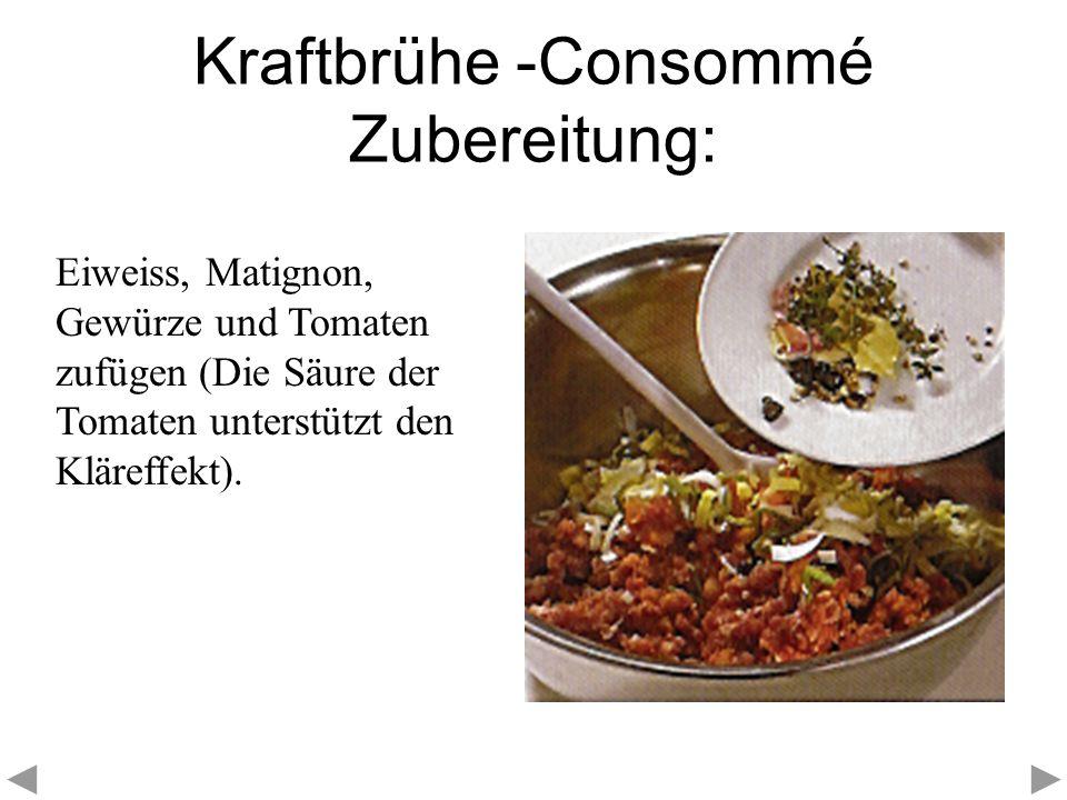 Kraftbrühe -Consommé Zubereitung: Eiweiss, Matignon, Gewürze und Tomaten zufügen (Die Säure der Tomaten unterstützt den Kläreffekt).