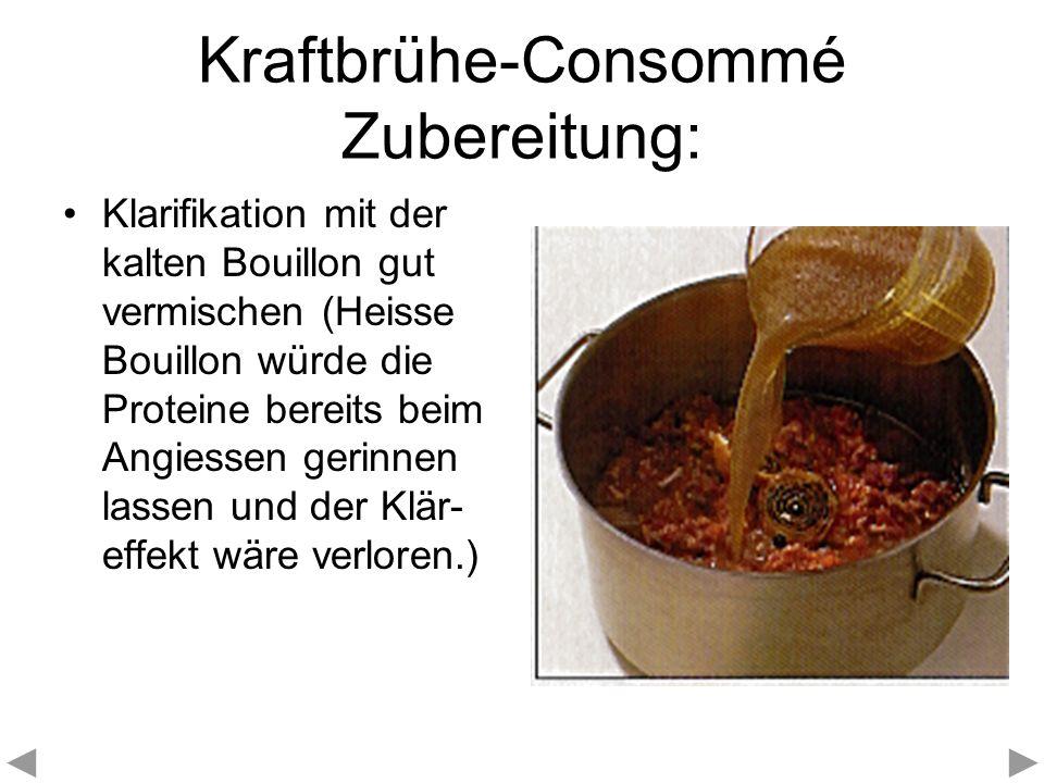 Kraftbrühe-Consommé Zubereitung: Klarifikation mit der kalten Bouillon gut vermischen (Heisse Bouillon würde die Proteine bereits beim Angiessen gerin