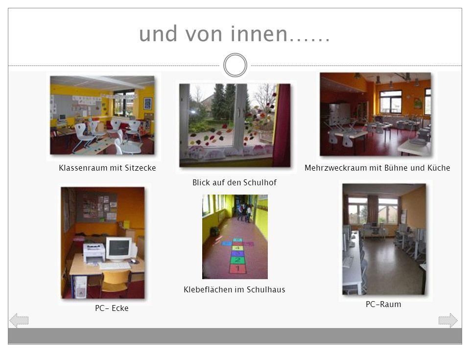 und von innen…… Klassenraum mit SitzeckeMehrzweckraum mit Bühne und Küche Blick auf den Schulhof PC- Ecke PC-Raum Klebeflächen im Schulhaus