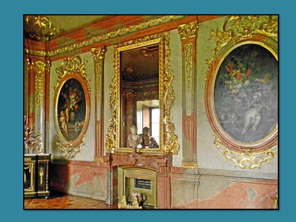 Das Schloss Lednice (deutsch: Eisgrub) liegt im Okres Breclav, nahe der österr.