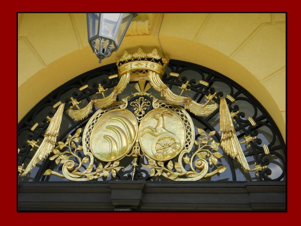 Ab 1780, nach dem Tod der Kaiserin Maria Theresia, verfiel das Schloss zusehends.