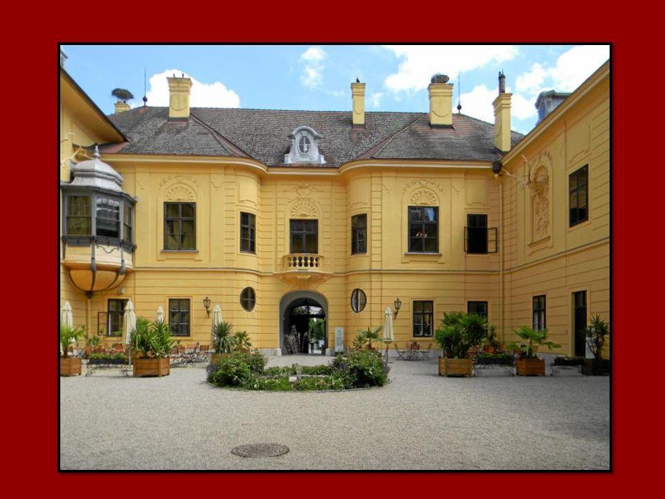 Schlosspark mit Zugang zu den Donauauen