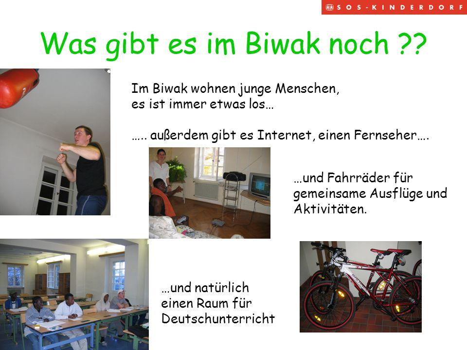 Was gibt es im Biwak noch ?? Im Biwak wohnen junge Menschen, es ist immer etwas los… ….. außerdem gibt es Internet, einen Fernseher…. …und Fahrräder f