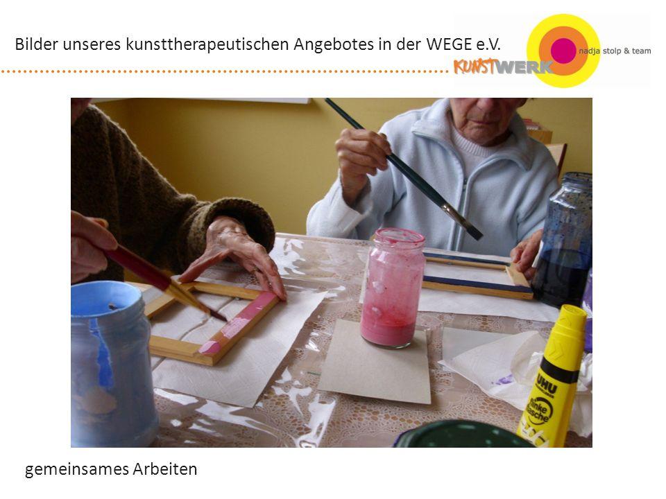 gemeinsames Arbeiten Bilder unseres kunsttherapeutischen Angebotes in der WEGE e.V.