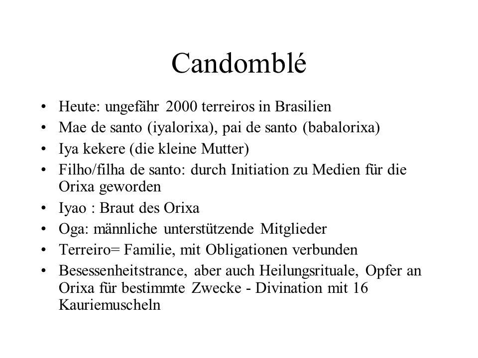 Candomblé Heute: ungefähr 2000 terreiros in Brasilien Mae de santo (iyalorixa), pai de santo (babalorixa) Iya kekere (die kleine Mutter) Filho/filha d