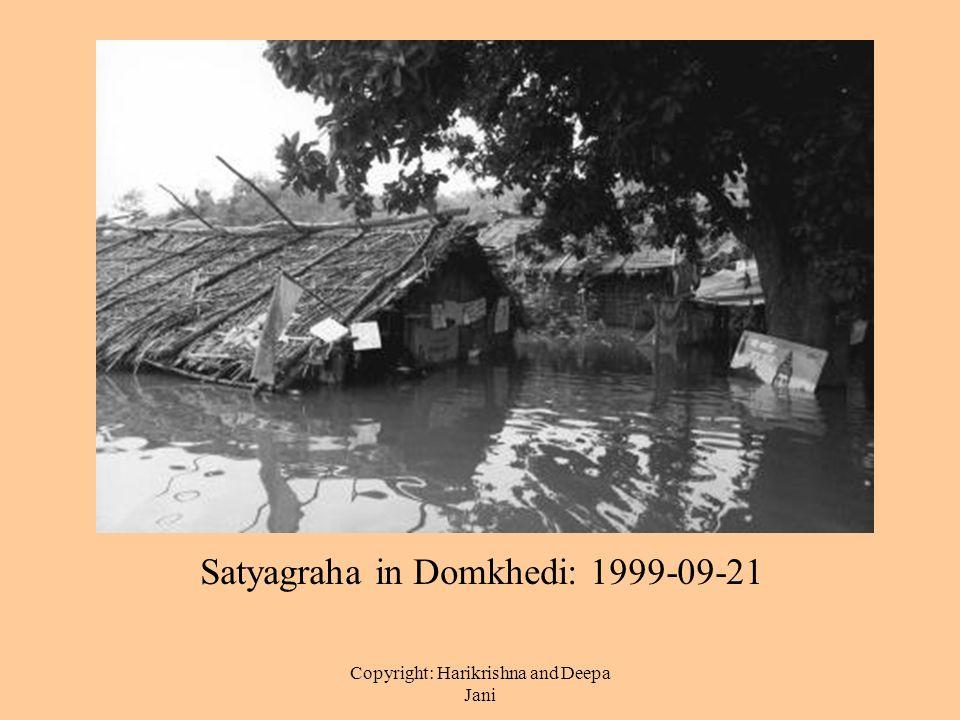 Copyright: Harikrishna and Deepa Jani Satyagraha in Domkhedi: 1999-09-21
