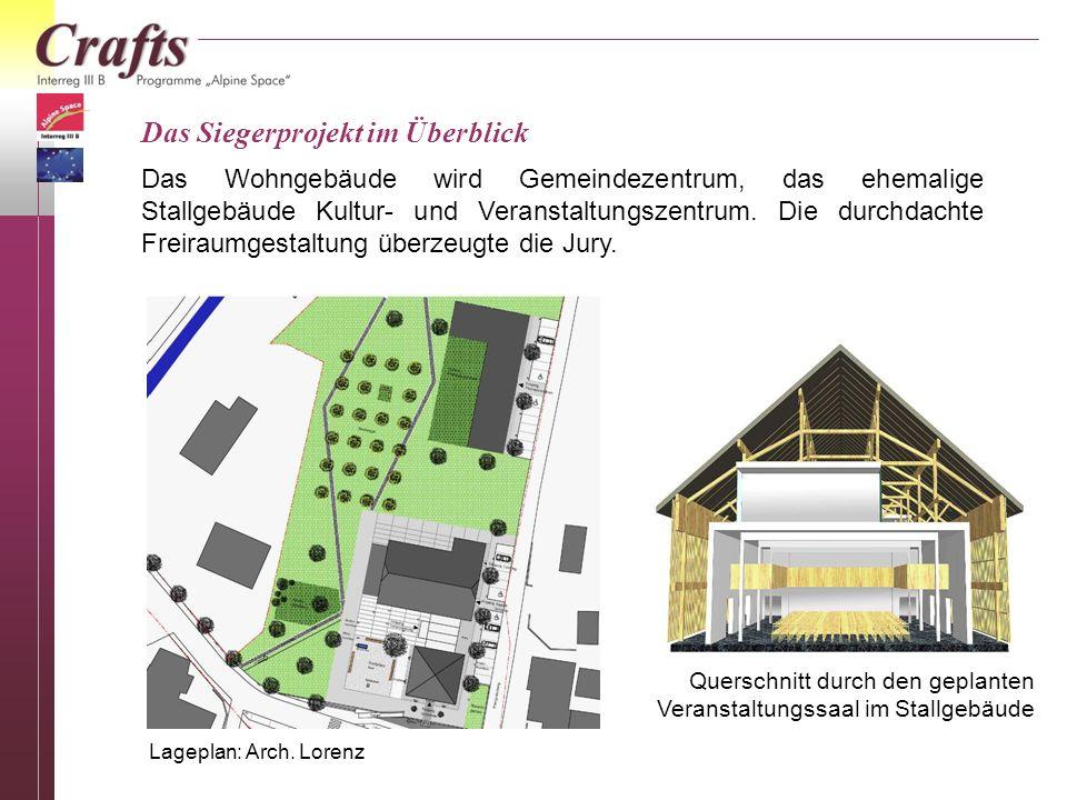 Revitalisierung Schmiedbauernhaus Vorarbeiten durch die Gemeinde mit Unterstützung durch Bürger 2003: Die Ostfassade vor...