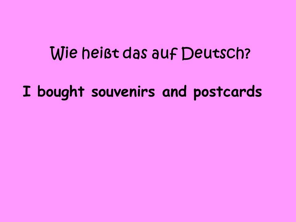 Wie heißt das auf Deutsch? I bought souvenirs and postcards