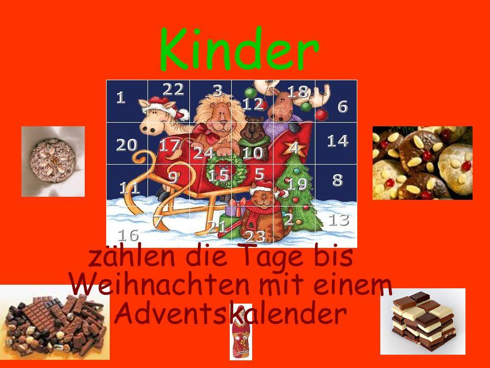 Kinder zählen die Tage bis Weihnachten mit einem Adventskalender