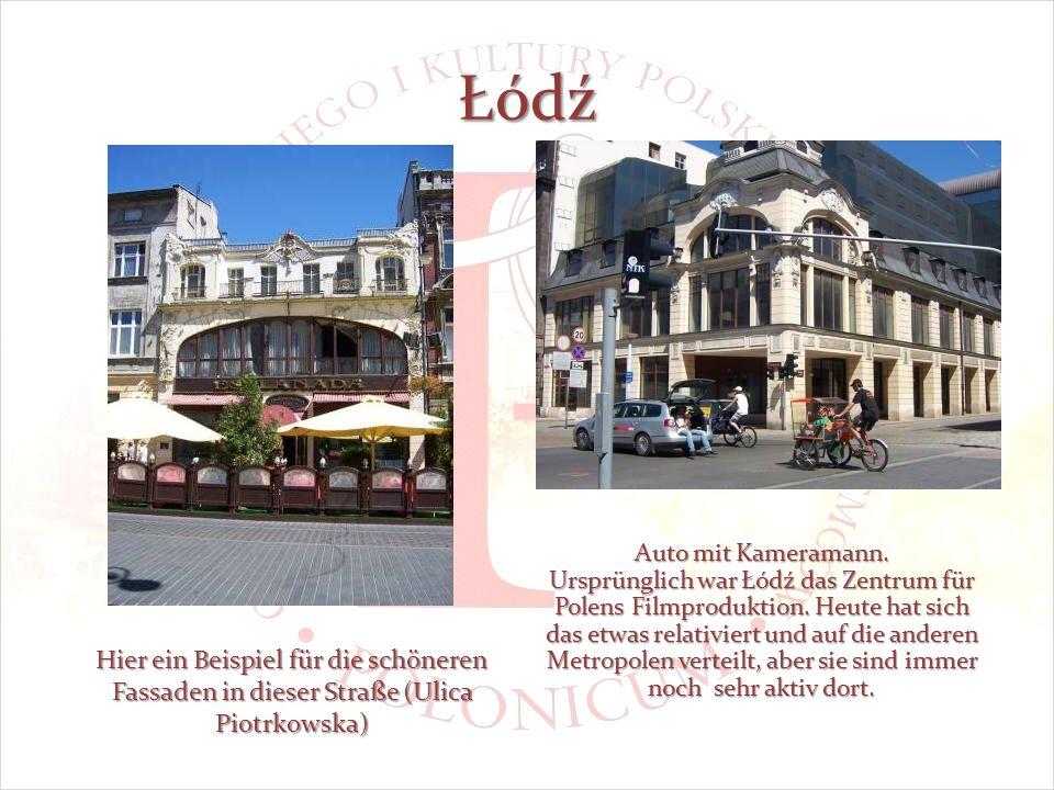 Łódź Hier ein Beispiel für die schöneren Fassaden in dieser Straße (Ulica Piotrkowska) Auto mit Kameramann.