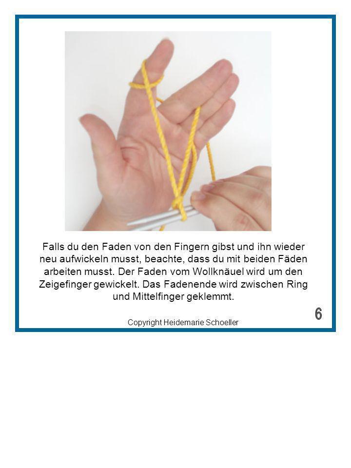 Copyright Heidemarie Schoeller Den Daumen zwischen beide Fäden stecken und den Faden, der zwischen Mittelfinger und Ringfinger eingeklemmt ist um den Daumen schlingen.