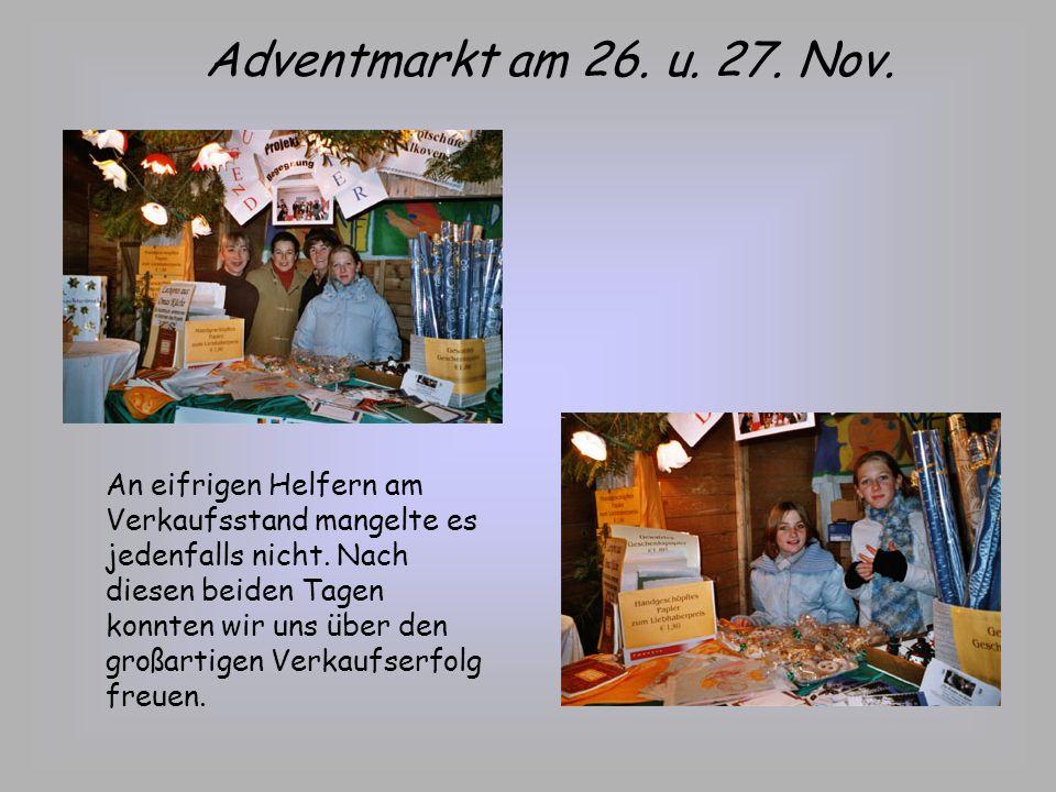 Vorbereitungen für den Adventmarkt Neben Omas und Mamas waren wiederum Schüler eingebunden, sowohl im Werkunterricht als auch beim Verpacken der köstlichen Kekse aus Omas Küche.