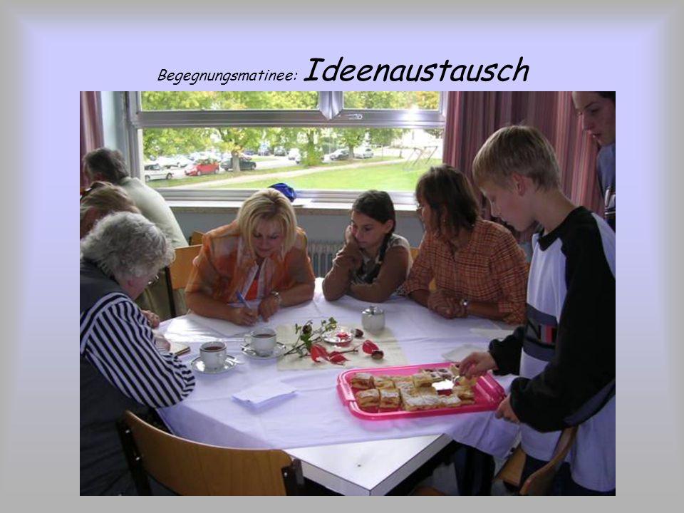Begegnungsmatinee: Kennenlernen und Vorstellen Schüler und Senioren interviewten sich gegenseitig und stellten anschließend ihren Partner/ ihre Partne