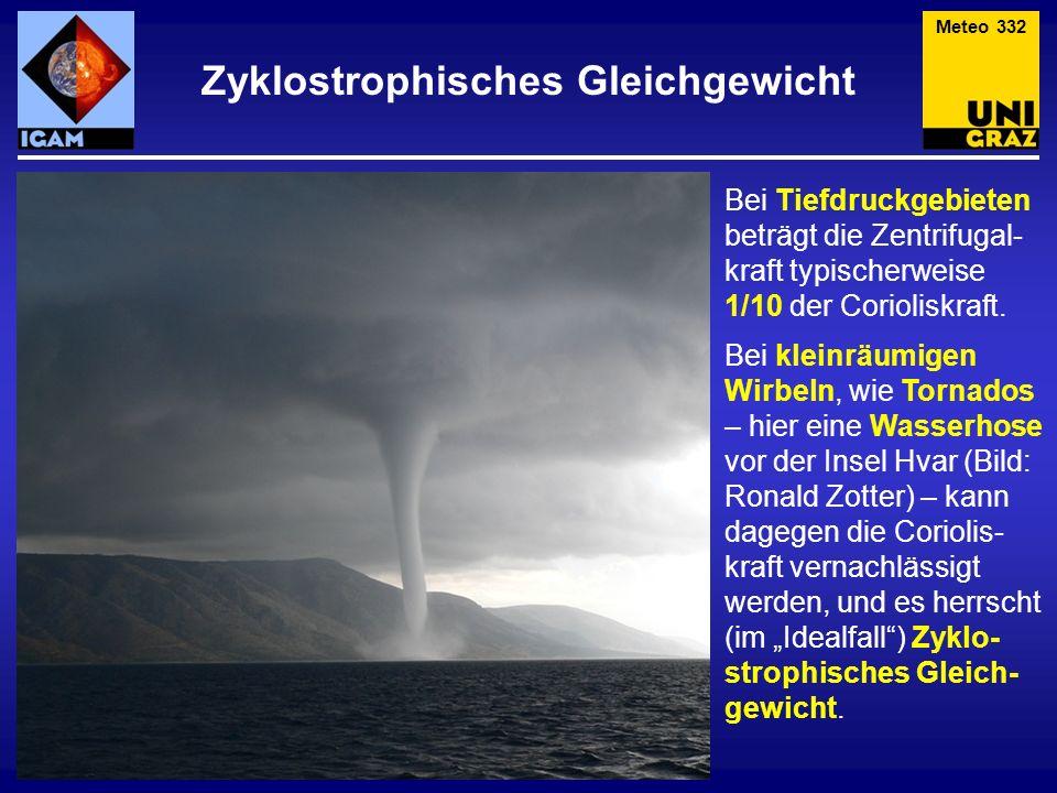 Bei Tiefdruckgebieten beträgt die Zentrifugal- kraft typischerweise 1/10 der Corioliskraft. Bei kleinräumigen Wirbeln, wie Tornados – hier eine Wasser