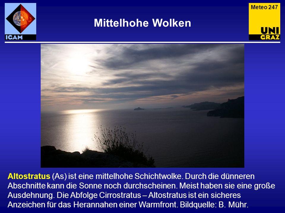 Mittelhohe Wolken Altostratus (As) ist eine mittelhohe Schichtwolke. Durch die dünneren Abschnitte kann die Sonne noch durchscheinen. Meist haben sie