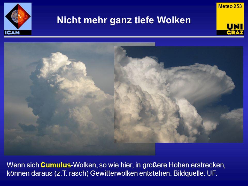 Nicht mehr ganz tiefe Wolken Wenn sich Cumulus-Wolken, so wie hier, in größere Höhen erstrecken, können daraus (z.T. rasch) Gewitterwolken entstehen.