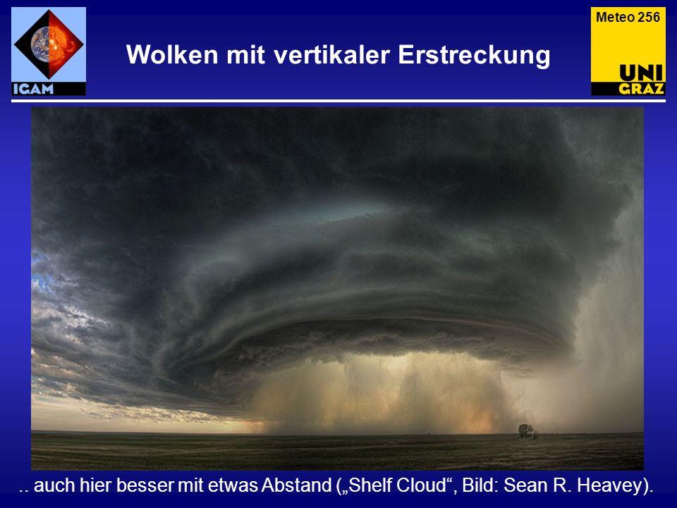 Wolken mit vertikaler Erstreckung.. auch hier besser mit etwas Abstand (Shelf Cloud, Bild: Sean R. Heavey). Meteo 256