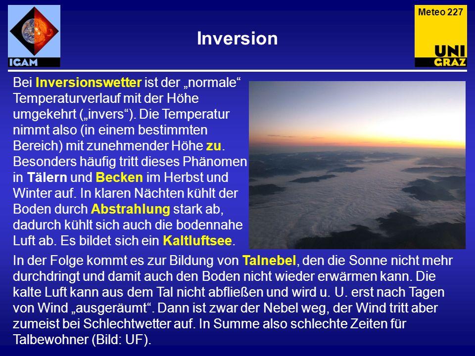 Inversion Bei Inversionswetter ist der normale Temperaturverlauf mit der Höhe umgekehrt (invers). Die Temperatur nimmt also (in einem bestimmten Berei