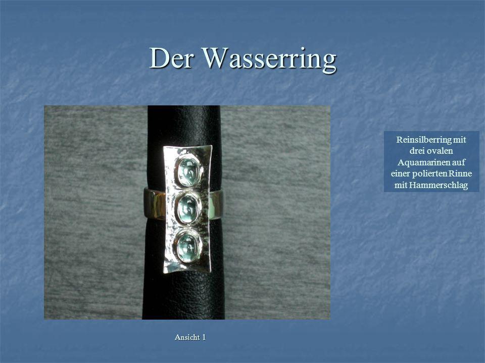 Reinsilberring mit drei ovalen Aquamarinen auf einer polierten Rinne mit Hammerschlag Ansicht 2