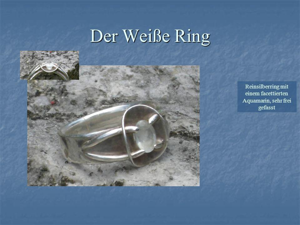 Der Weiße Ring Reinsilberring mit einem facettierten Aquamarin, sehr frei gefasst