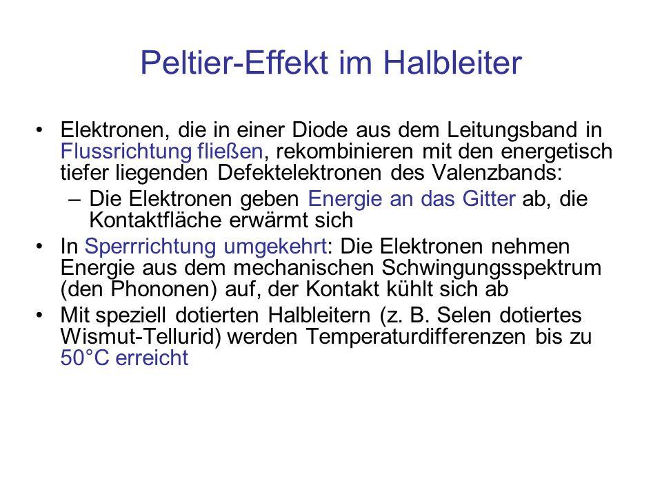 Peltier-Effekt im Halbleiter Elektronen, die in einer Diode aus dem Leitungsband in Flussrichtung fließen, rekombinieren mit den energetisch tiefer li