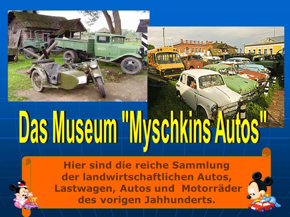Hier sind die reiche Sammlung der landwirtschaftlichen Autos, Lastwagen, Autos und Motorräder des vorigen Jahhunderts.