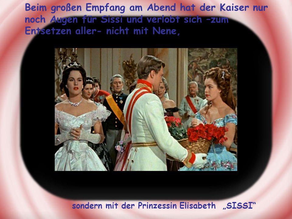 Beim großen Empfang am Abend hat der Kaiser nur noch Augen für Sissi und verlobt sich –zum Entsetzen aller- nicht mit Nene, sondern mit der Prinzessin Elisabeth SISSI