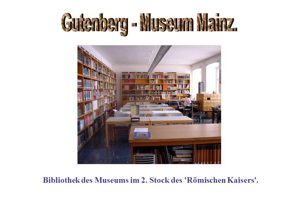 Bibliothek des Museums im 2. Stock des 'Römischen Kaisers'.