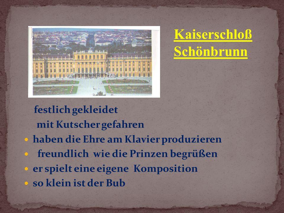 festlich gekleidet mit Kutscher gefahren haben die Ehre am Klavier produzieren freundlich wie die Prinzen begrüßen er spielt eine eigene Komposition so klein ist der Bub Kaiserschloß Schönbrunn