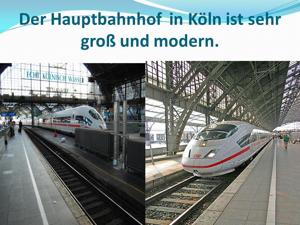 Der Hauptbahnhof in Köln ist sehr groß und modern.