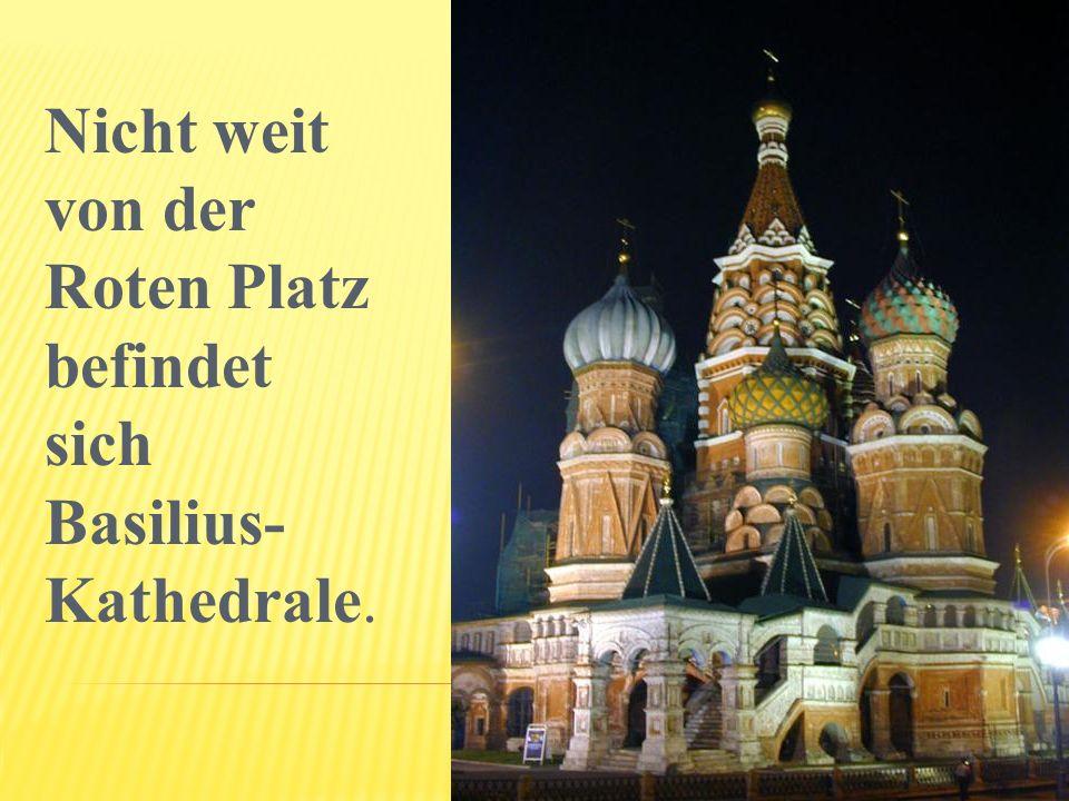 Nicht weit von der Roten Platz befindet sich Basilius- Kathedrale.