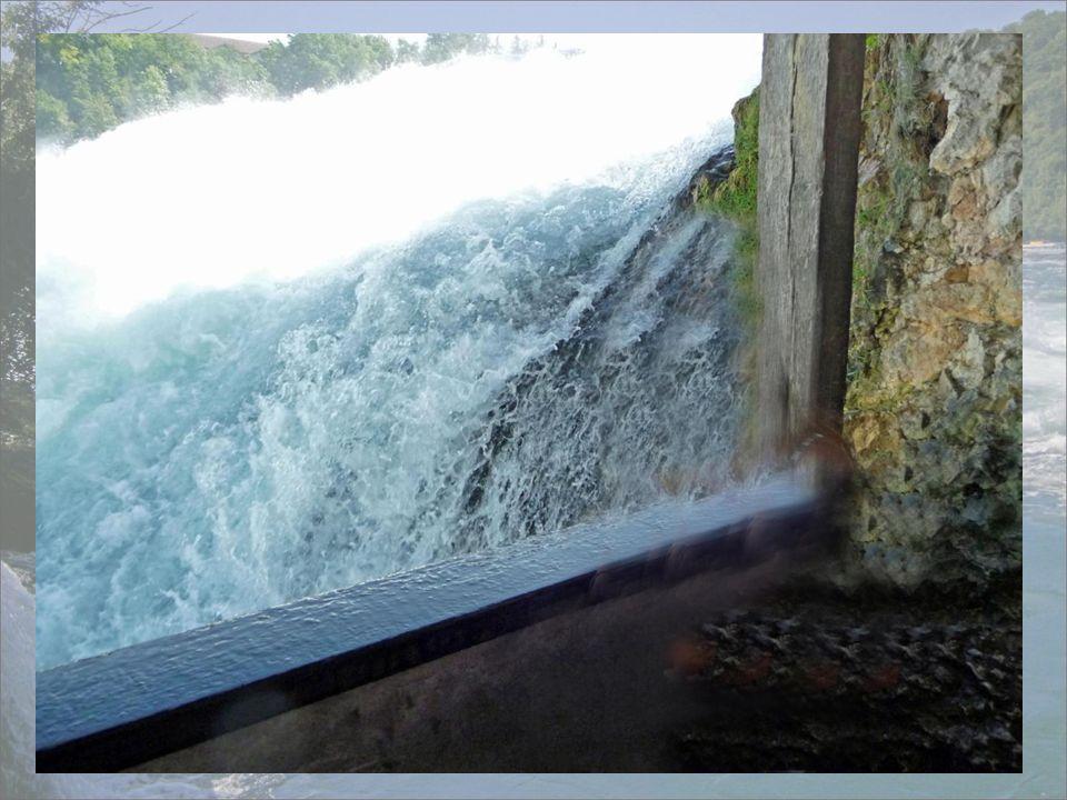 hier unterhalb des Wasserfalls wird man etwas nass