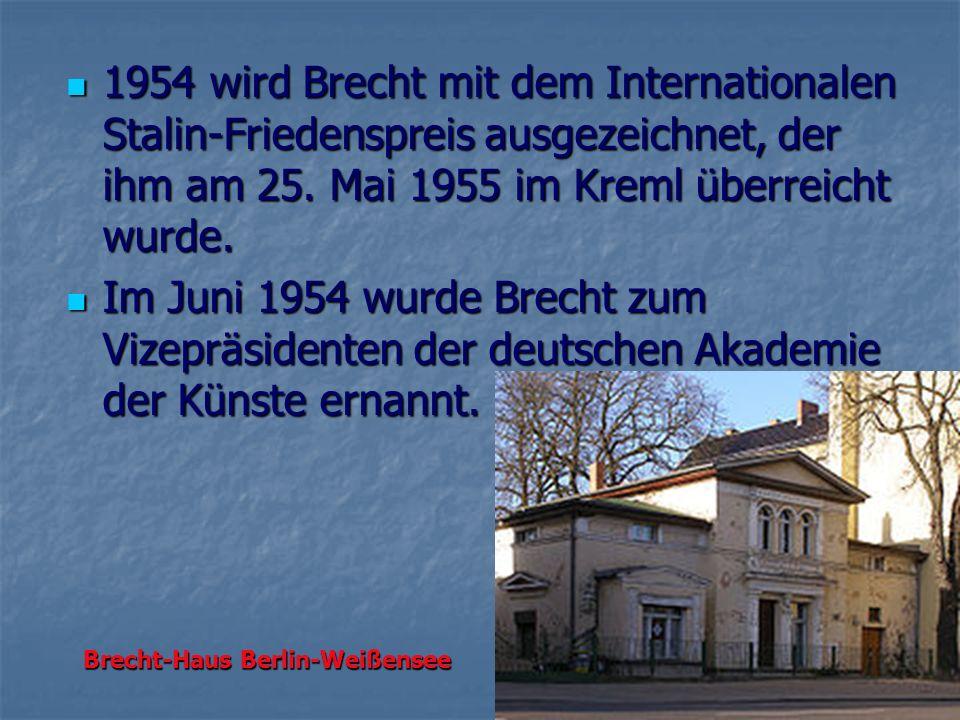 1954 wird Brecht mit dem Internationalen Stalin-Friedenspreis ausgezeichnet, der ihm am 25. Mai 1955 im Kreml überreicht wurde. 1954 wird Brecht mit d