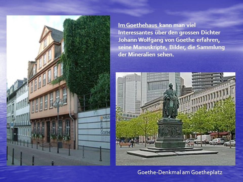 Das Goethe-Museum präsentiert eine umfangreiche Sammlung mit Gemälden, Grafiken und Büsten des 18.