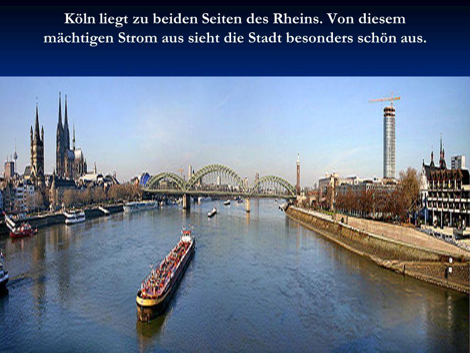 Köln liegt zu beiden Seiten des Rheins. Von diesem mächtigen Strom aus sieht die Stadt besonders schön aus.