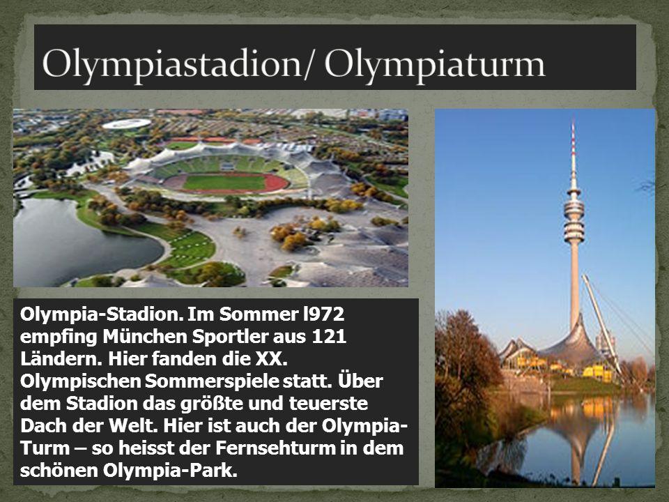 Olympia-Stadion. Im Sommer l972 empfing München Sportler aus 121 Ländern. Hier fanden die XX. Olympischen Sommerspiele statt. Über dem Stadion das grö