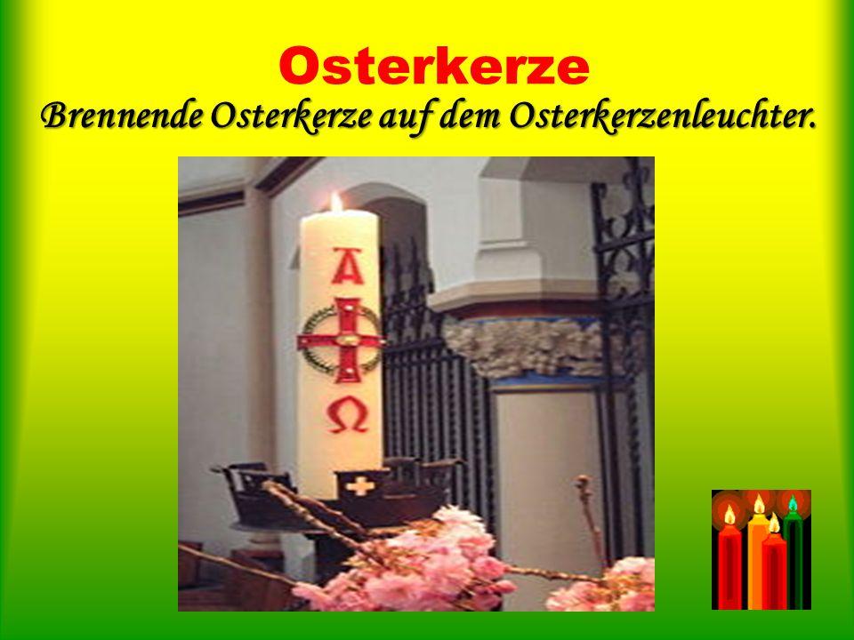 Osterkerze Die Osternacht wird mit zahlreichen Kerzen erhellt.