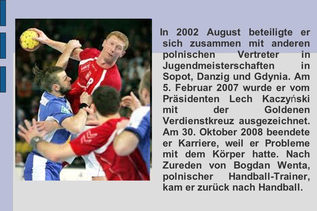 In 2002 August beteiligte er sich zusammen mit anderen polnischen Vertreter in Jugendmeisterschaften in Sopot, Danzig und Gdynia. Am 5. Februar 2007 w