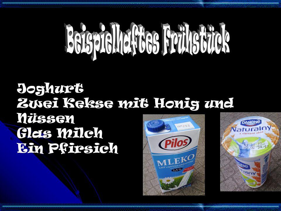 Joghurt Zwei Kekse mit Honig und Nüssen Glas Milch Ein Pfirsich