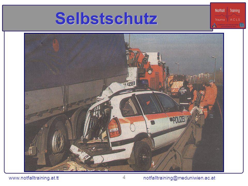 www.notfalltraining.at.tt notfalltraining@meduniwien.ac.at 35 Defibrillator (AED) Sicherheit / Selbstschutz: –Notfallort sichten (Gefahrenbereich?) Sichere Defibrillation: 1.Alle weg.