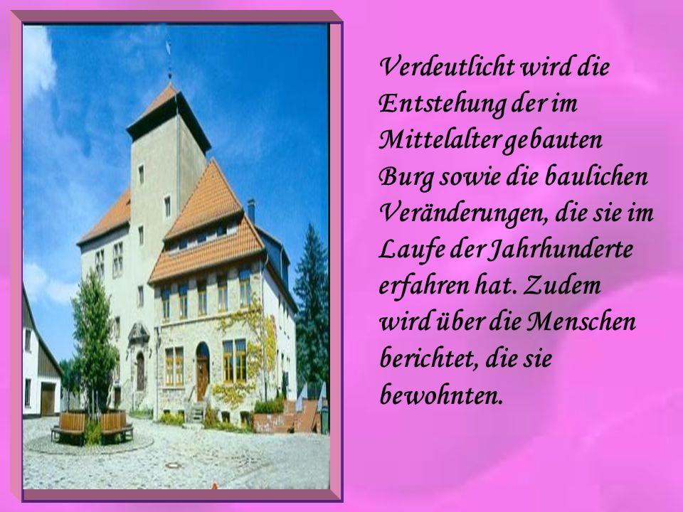 Verdeutlicht wird die Entstehung der im Mittelalter gebauten Burg sowie die baulichen Veränderungen, die sie im Laufe der Jahrhunderte erfahren hat. Z