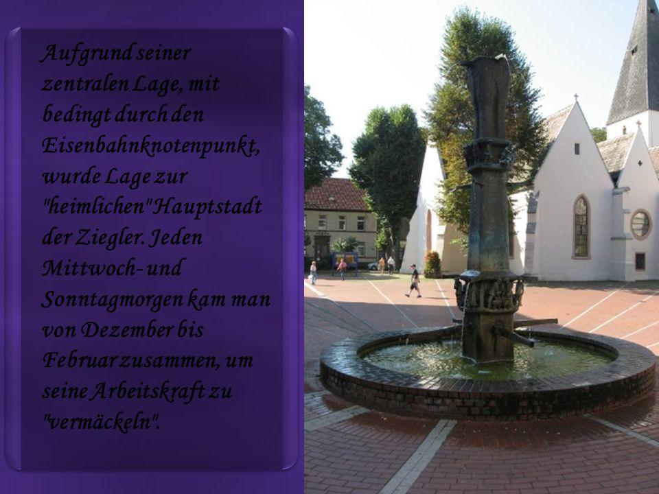 Aufgrund seiner zentralen Lage, mit bedingt durch den Eisenbahnknotenpunkt, wurde Lage zur heimlichen Hauptstadt der Ziegler.