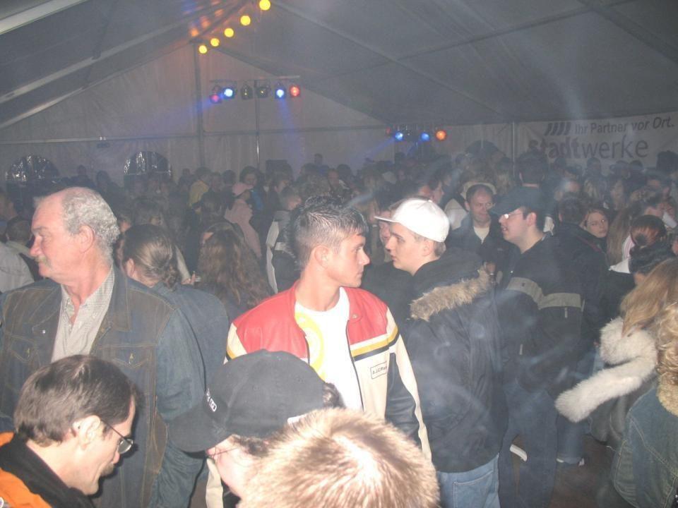 Im Zelt war eine tolle Stimmung, wo auch der DJ mit seiner fetzigen Musik zu beitrug.