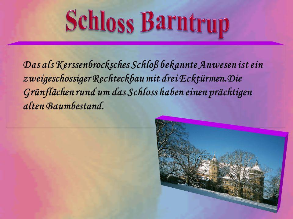 Das als Kerssenbrocksches Schloß bekannte Anwesen ist ein zweigeschossiger Rechteckbau mit drei Ecktürmen.Die Grünflächen rund um das Schloss haben ei
